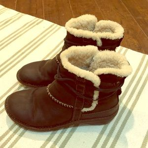 Ugg black leather fur lined booties sz 9
